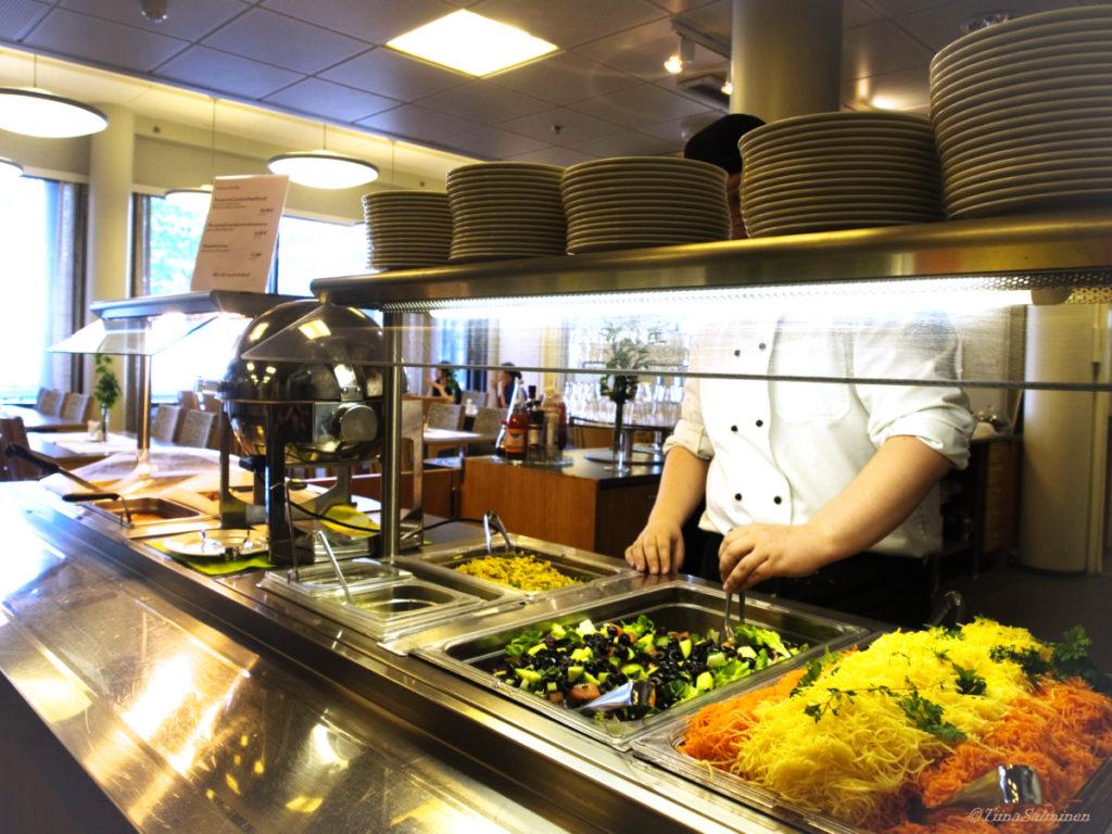 Ravintola Viola on valoisa, viihtyisä ja esteetön ravintola sekä asukkaille että vieraille.