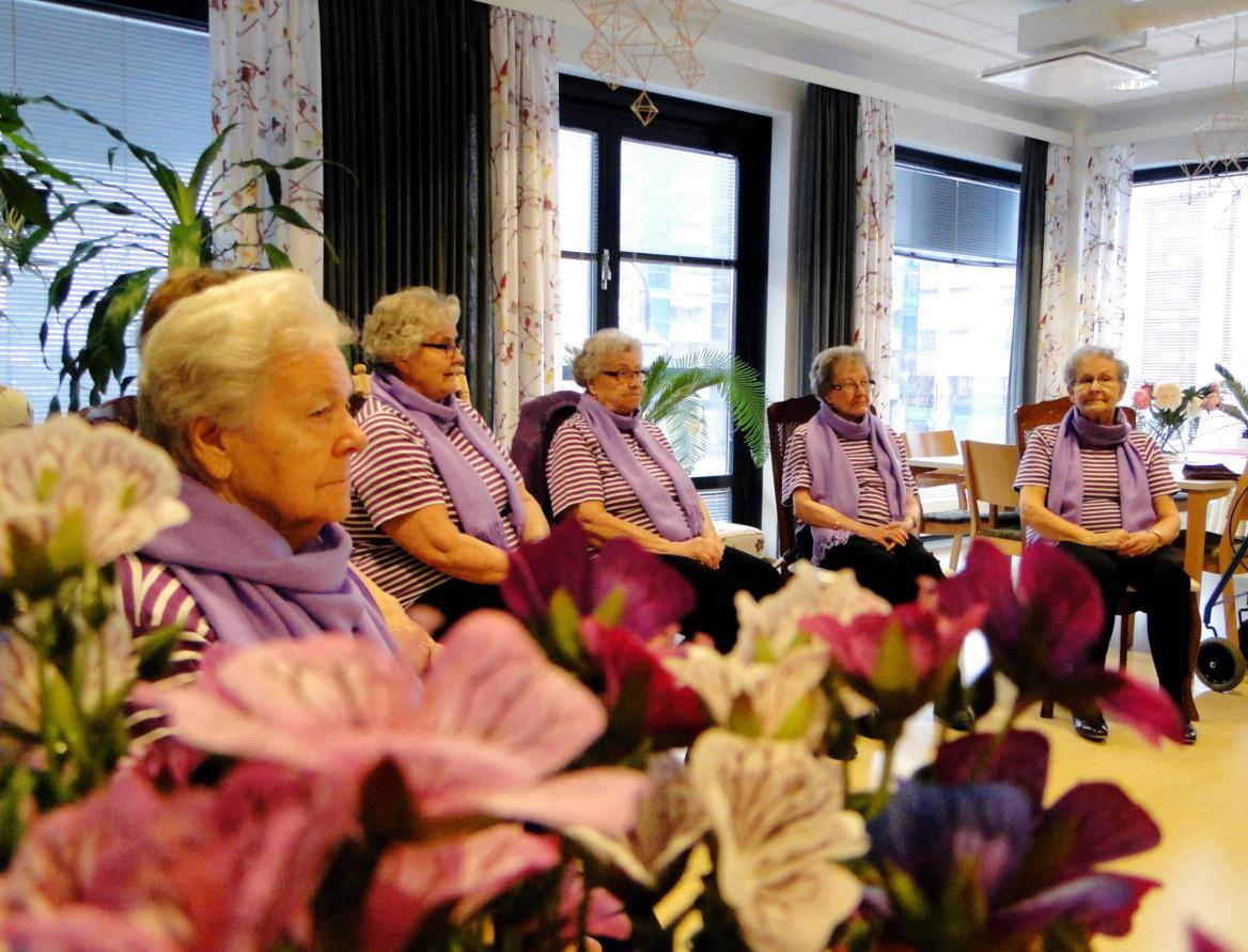 Päiväkeskustoimintaa kotona asuville ikäihmisille